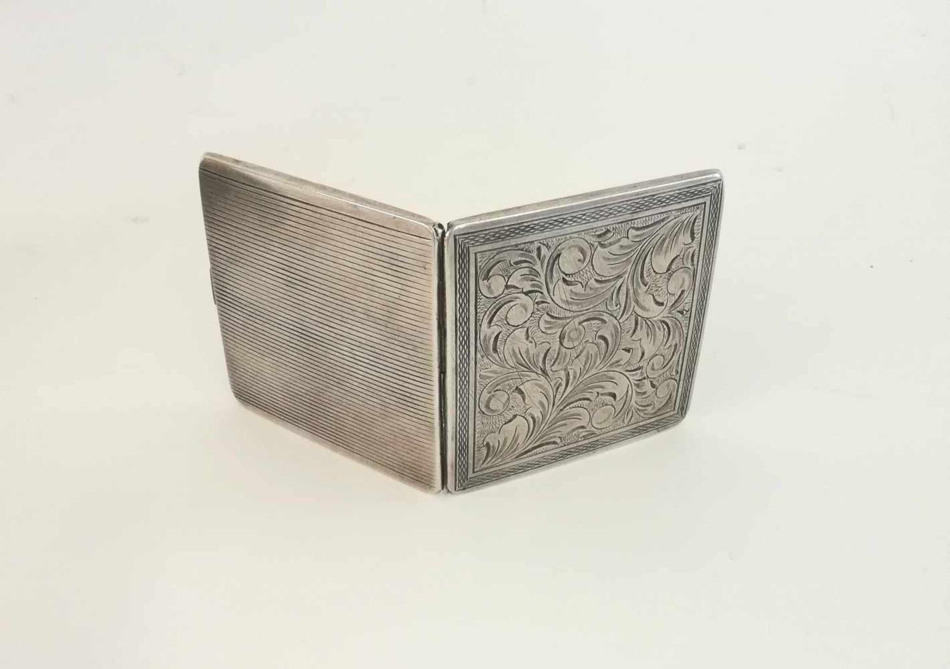 Silberne Puderdoseflorale Ziergravur, Innenspiegel, 111,9 g;