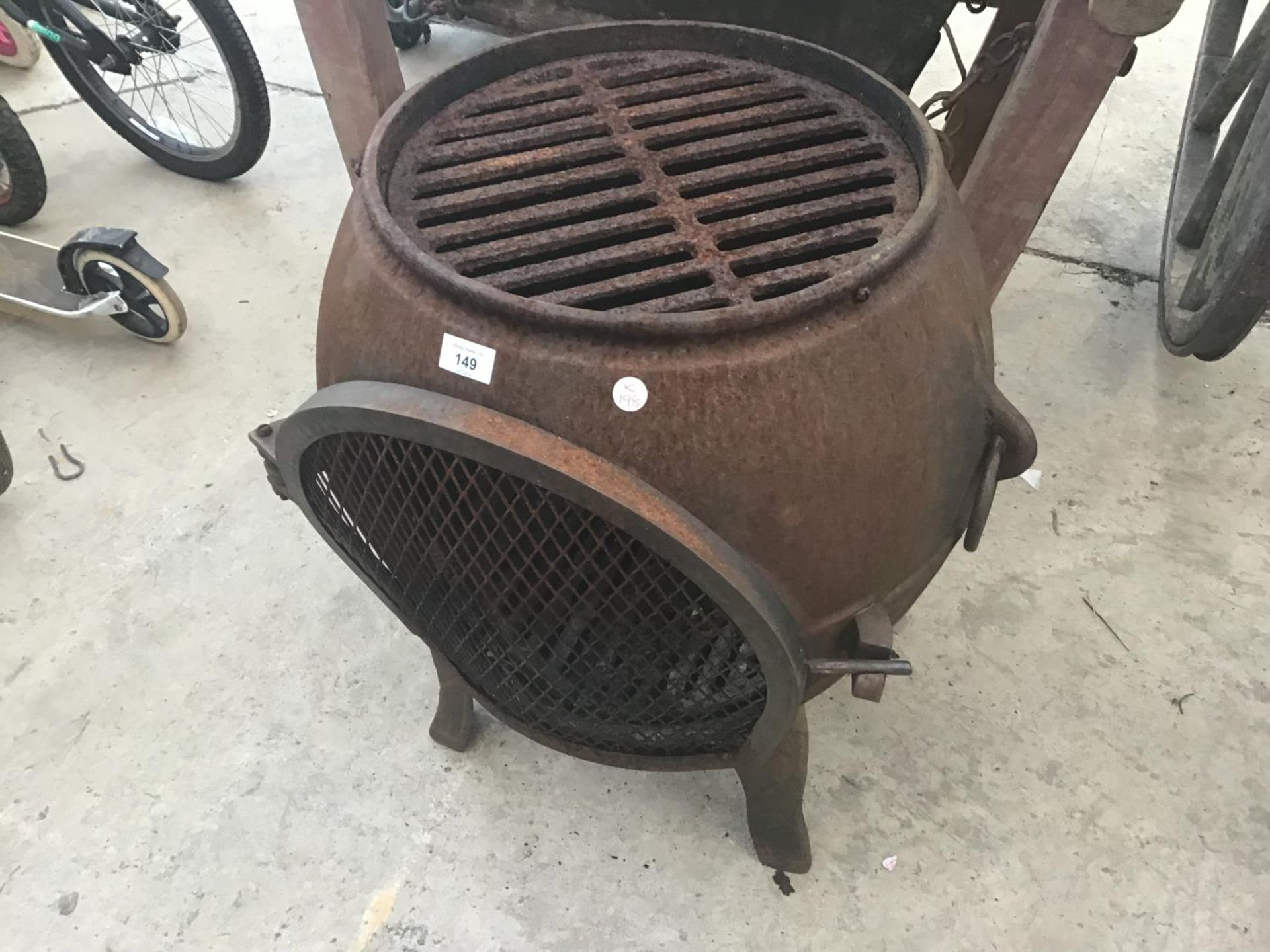 Lot 149 - A CAST IRON BBQ/GRILL/PATIO HEATER