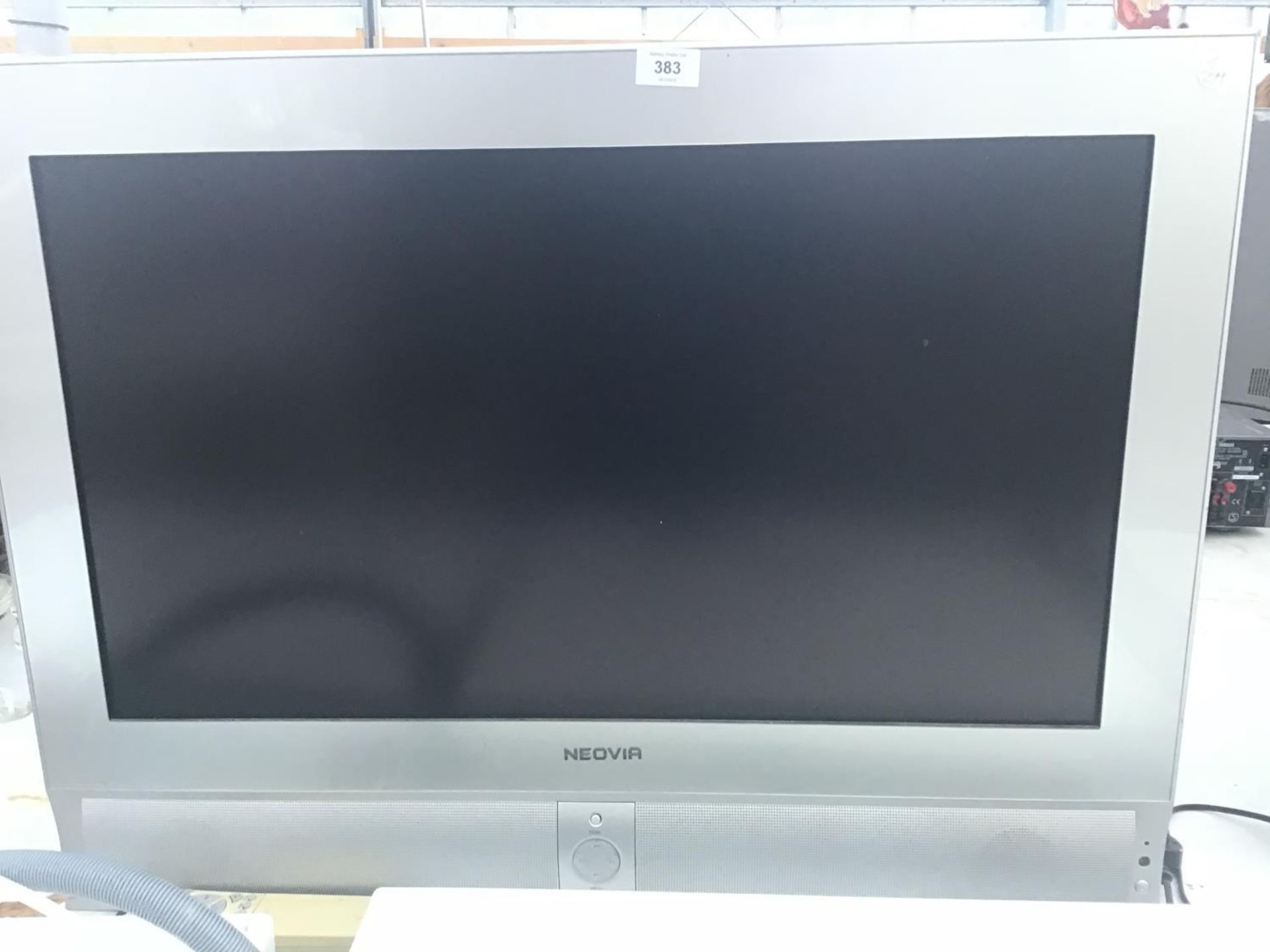 Lot 383 - A NEOVIA 31 INCH TELEVISION WITH REMOTE CONTROL IN WORKING ORDER