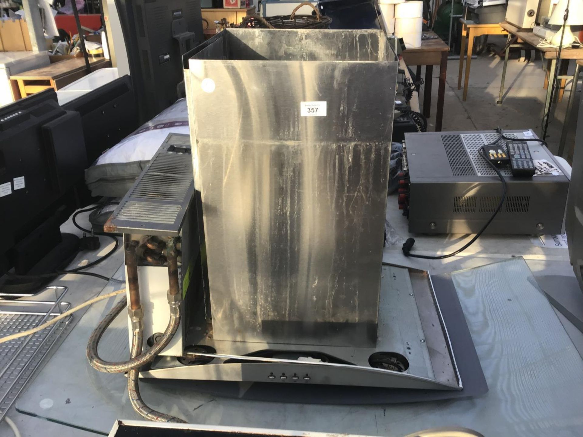 Lot 357 - A COOKER HOOD WITH GLASS FITMENT IN WORKING ORDER
