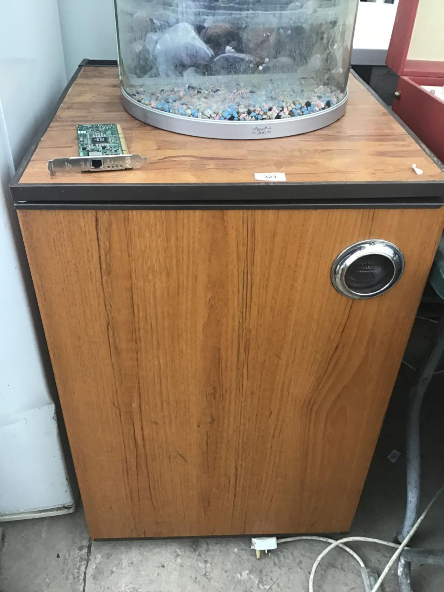 Lot 323 - A HOTPOINT DIAMOND UNDER COUNTER FRIDGE IN WORKING ORDER