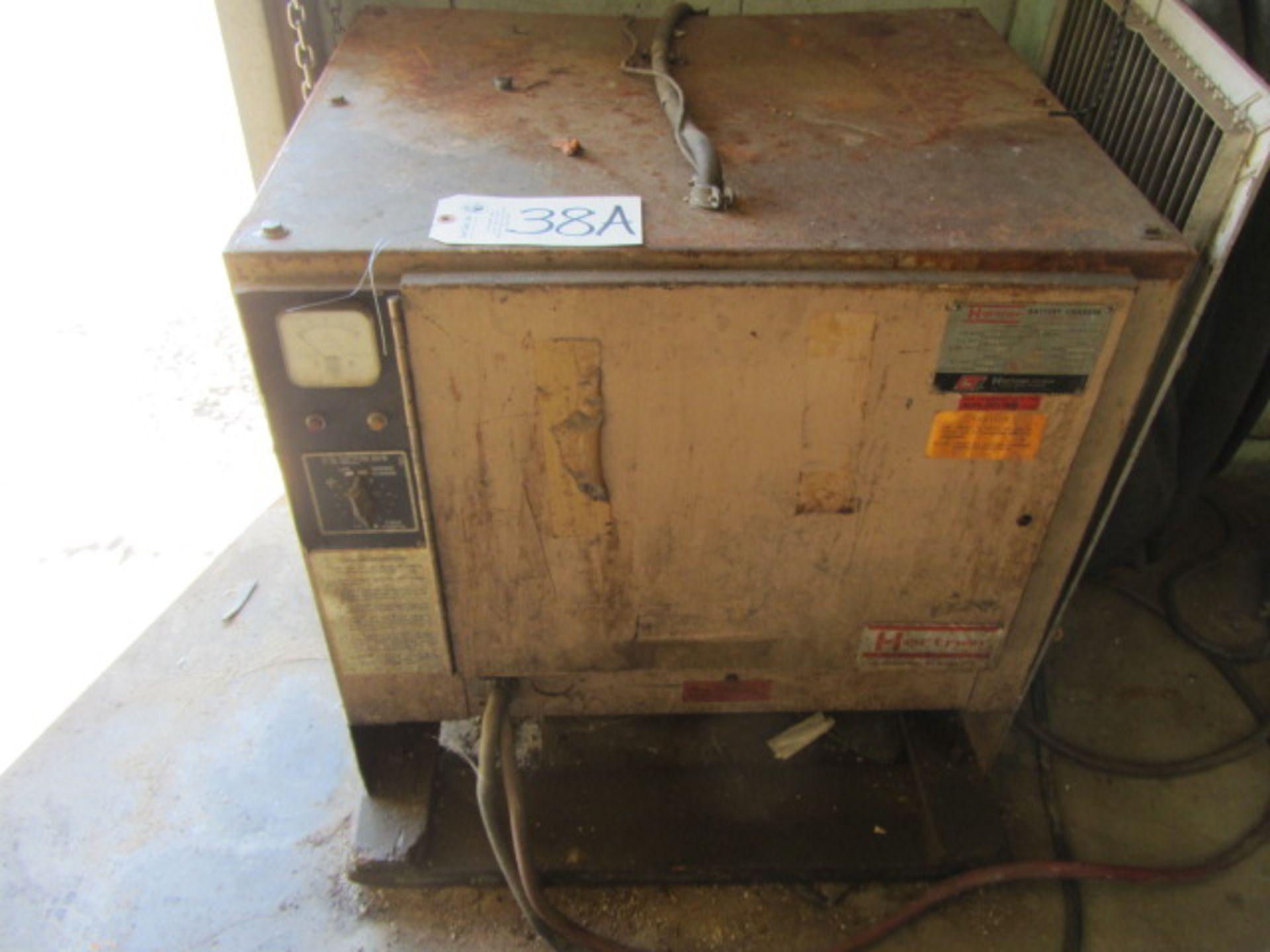 Lot 38A - Hertner Model 3TF24-865 24 Cell Battery Charger with 48 Volt, Max DC Amps 195, 31/16 AC Amps, sn: