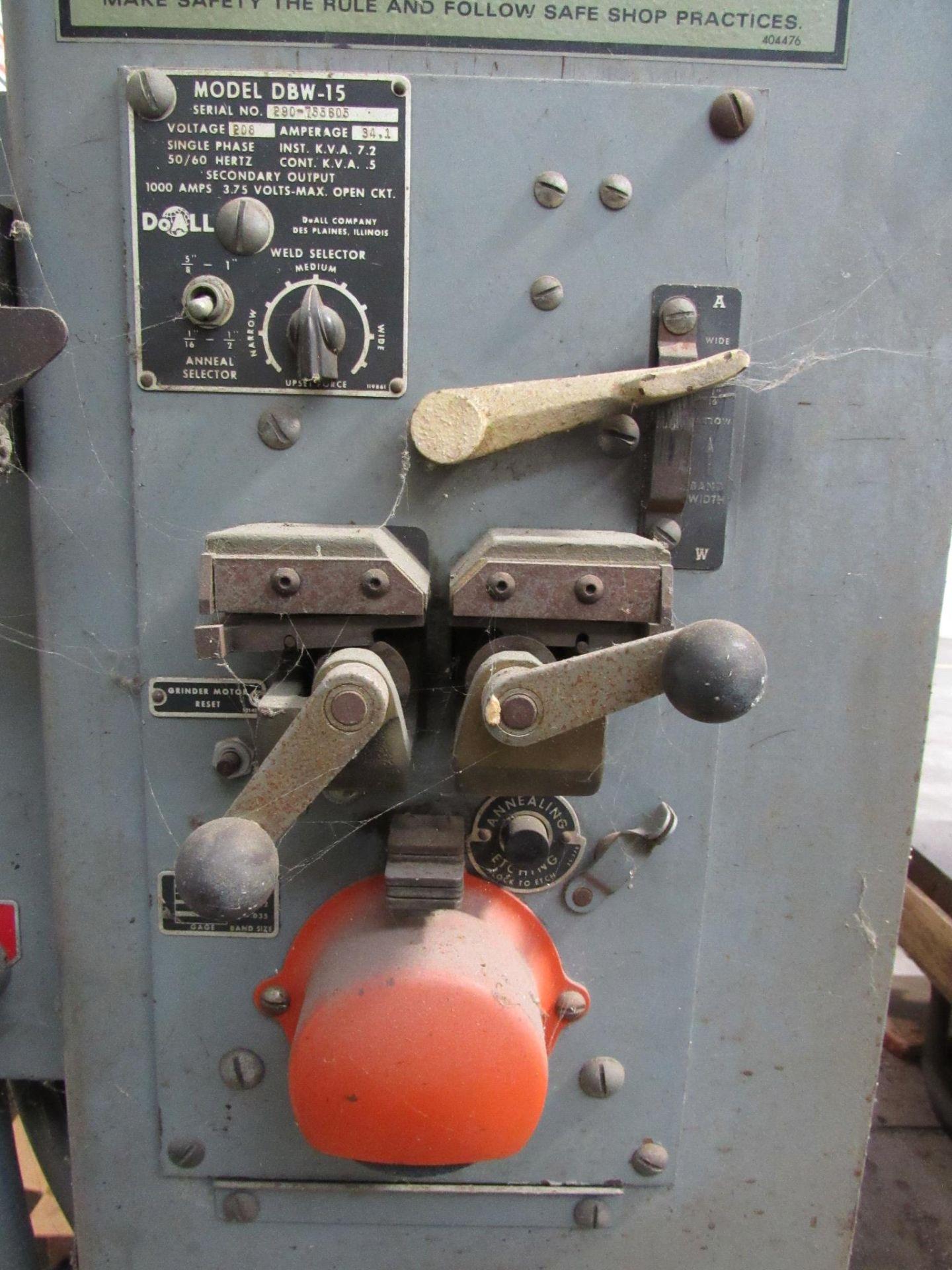 Lot 22 - DoAll Model 202-1A 20'' Vertical Bandsaw
