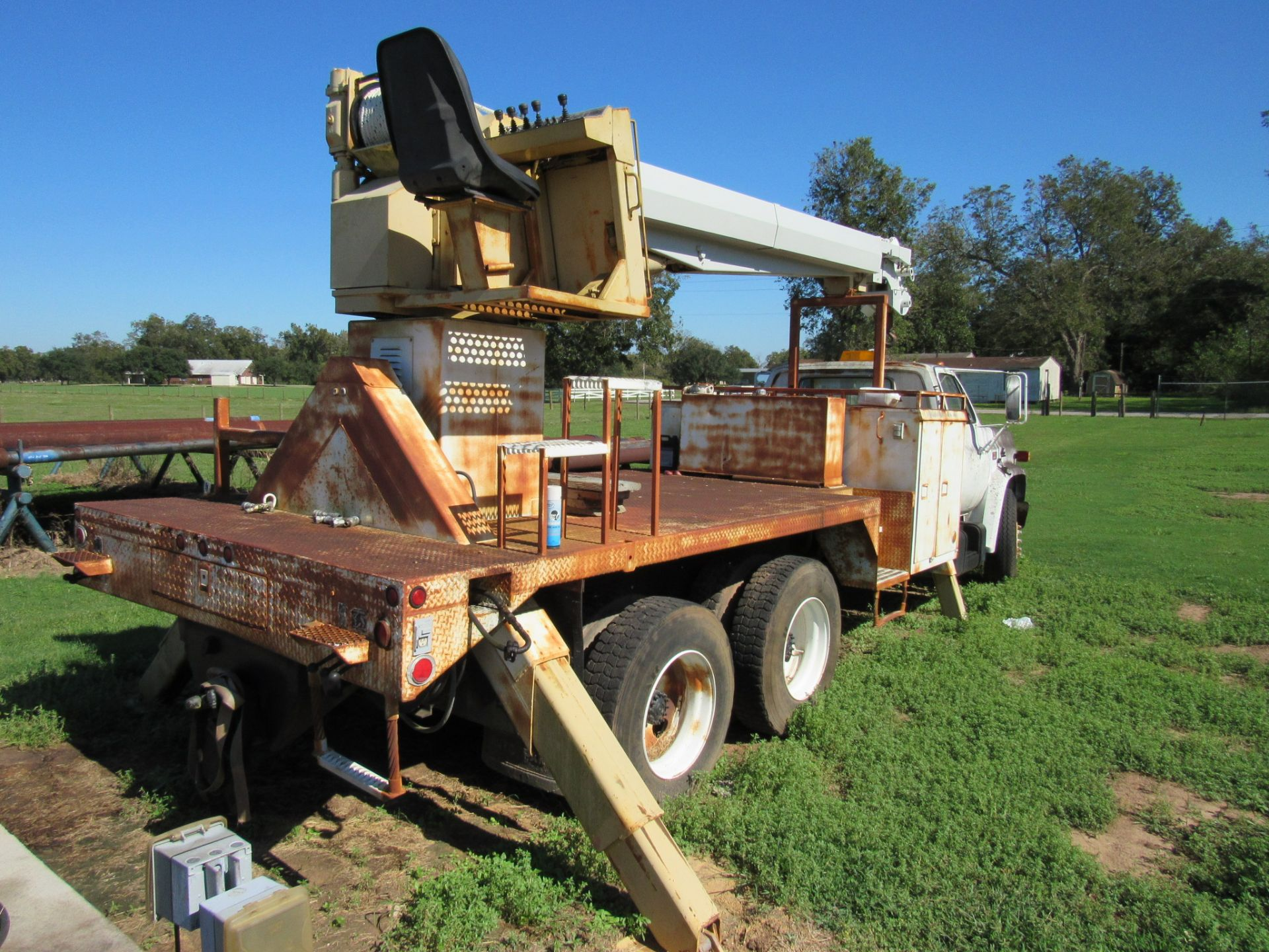 Lot 51 - GMC 7000 10 Ton Hydraulic Boom Truck