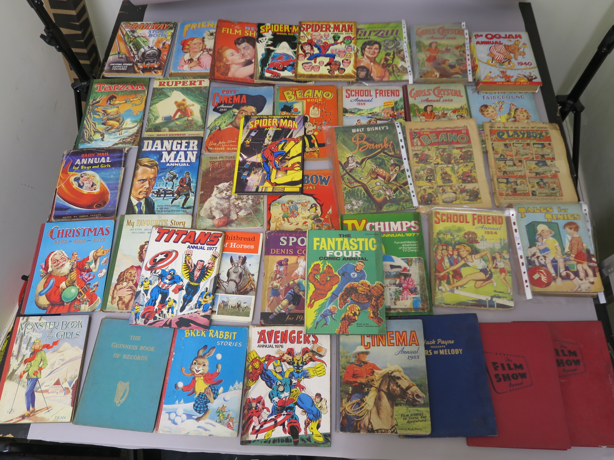 Lot 252 - Annuals and comics including Spider-man Marvel 1978, 1979, Avengers 1976, Fantastic Four 1969,