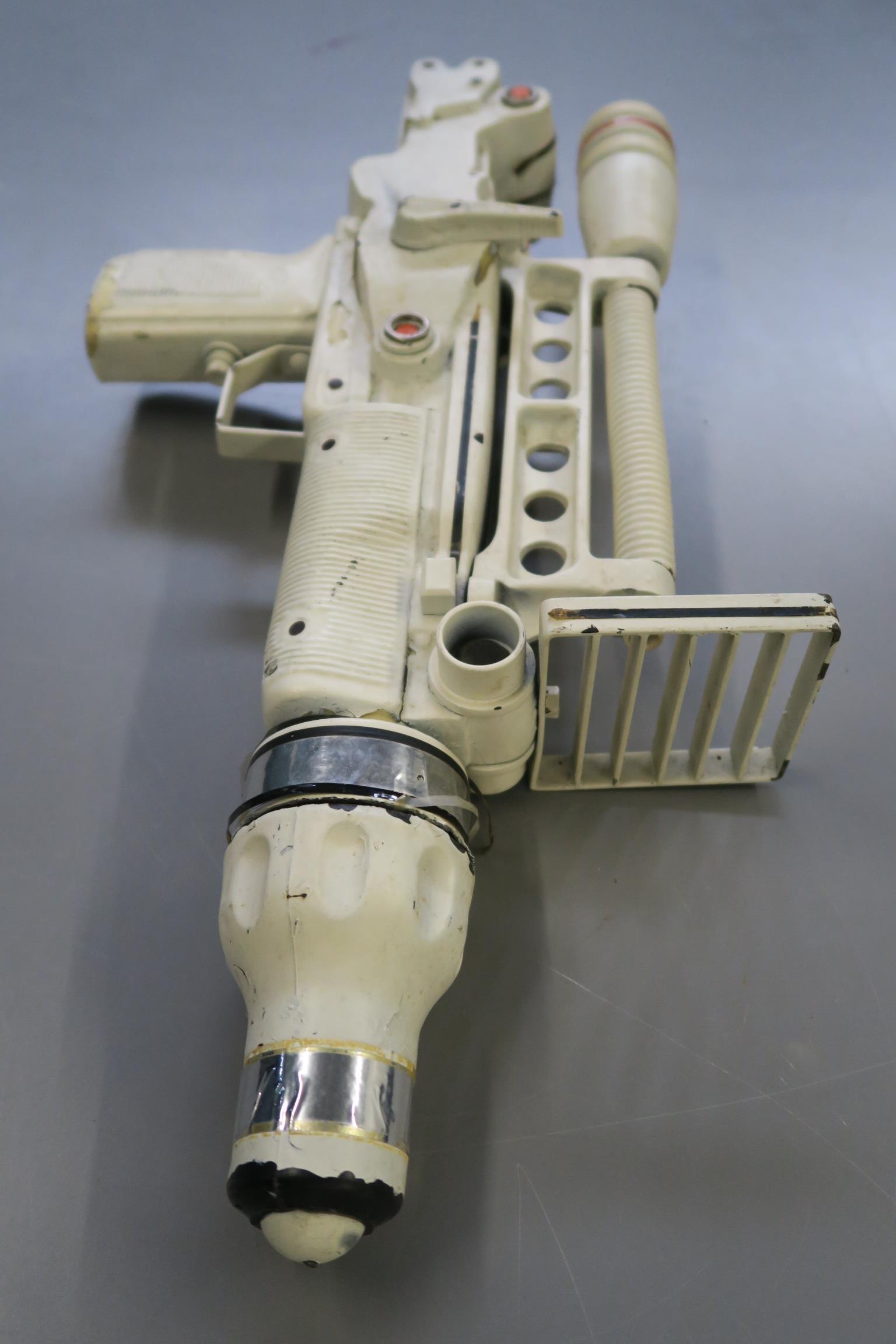 JAMES BOND 007 : Moonraker laser rifle created especially for this futuristic James Bond 1979 film. - Image 2 of 7