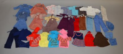 A good selection of vintage dolls clothing, which includes; trousers, skirts, hat etc.