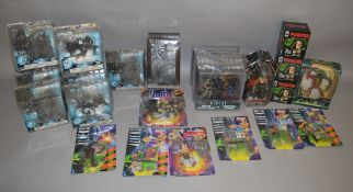 28 Alien and Predator figures and busts, including carded examples by Kenner and Spawn (28).