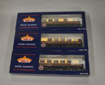 OO Gauge. 3 boxed Bachmann Pullman Coaches with lighting, 39-300, 39-320 and 39-310, all appear VG
