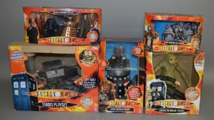 5 boxed Doctor Who items; Tardis Playset, Remote controlled Dalek etc (5).