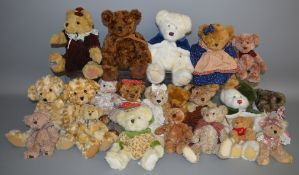 21 unboxed Bears including a number by Russ Berrie 'Cosgrove', 'Crystal' etc.. (21)
