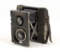 Uncommon Meyer Planovista Primarette. (condition 5F) Unusual folding 6x4.5cm camera, designed like