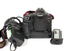 Canon EOS-1 Ds MK II DSLR Body #1, For Spares or Repair. Not Firing. (condition 6J) with charger and