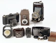 Interesting Collection of Bakelite & Plastic Cameras. To include Univex, Pontiac, Sakura, Purma