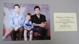Two & A Half Men sofa promotional signed photo signed in blue pen including autograph of Charlie