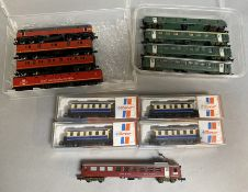 Mixed N Gauge lot inc. 4 x Roco VG boxed coaches, an unboxed Graham Farish R Mail 4 -car diesel set