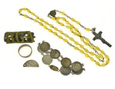 A bagged quantity to include silver coin bracelet, Mizpah ring, rosary beads etc