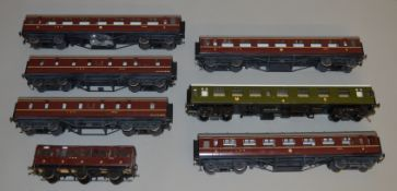 O Gauge. 5 unboxed LMS maroon Coaches by 'M.T.H. Electric Trains' together with a Lima Coach and