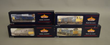OO Gauge. 3 boxed Bachmann Diesel Locomotives including Classes 20, 25/3 and 40  together with 32-