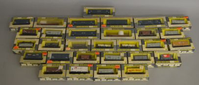 OO Gauge. 30 boxed Wrenn wagons of various types including Machine, Hopper and Mineral wagons,