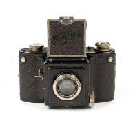 An Uncommon Eichapfel Noviflex 6x6 Camera (1st Version). (condition 5F) with case. (BW).