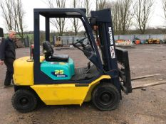 KOMATSU 25 DIESEL FORKLIFT WITH CONTAINER SPEC MAST YEAR 1995. WHEN TESTED WAS SEEN TO DRIVE, STEER,