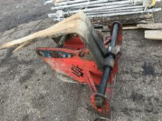 SET OF CONQUIP EXCAVATOR FORKS ON 65MM PINS. BAR NEEDS STRAIGHTENING/REPLACEMENT
