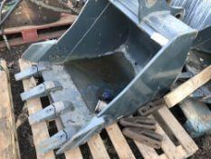 Hyundai 3ft bucket on 55mm pins c/w 3no. spare teeth.. SOLD UNDER THE AUCTIONEERS MARGIN SCHEME…NO