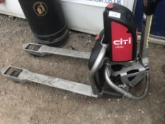 LINDE CITI BATTERY POWERED PALLET TRUCK, SHOWING 10 HOURS, WITH CHARGER, EX COMPANY LIQUIDATION when