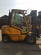 JUNGHINRICH DFG30 3 TONNE DIESEL FORKLIFT WITH CONTAINER SPEC MAST AND FULL CAB, YEAR 2006 ......