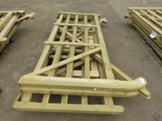 3 X ASSORTED SIZED WOODEN FIELD/DRIVEWAY GATES, AS SHOWN IN IMAGES