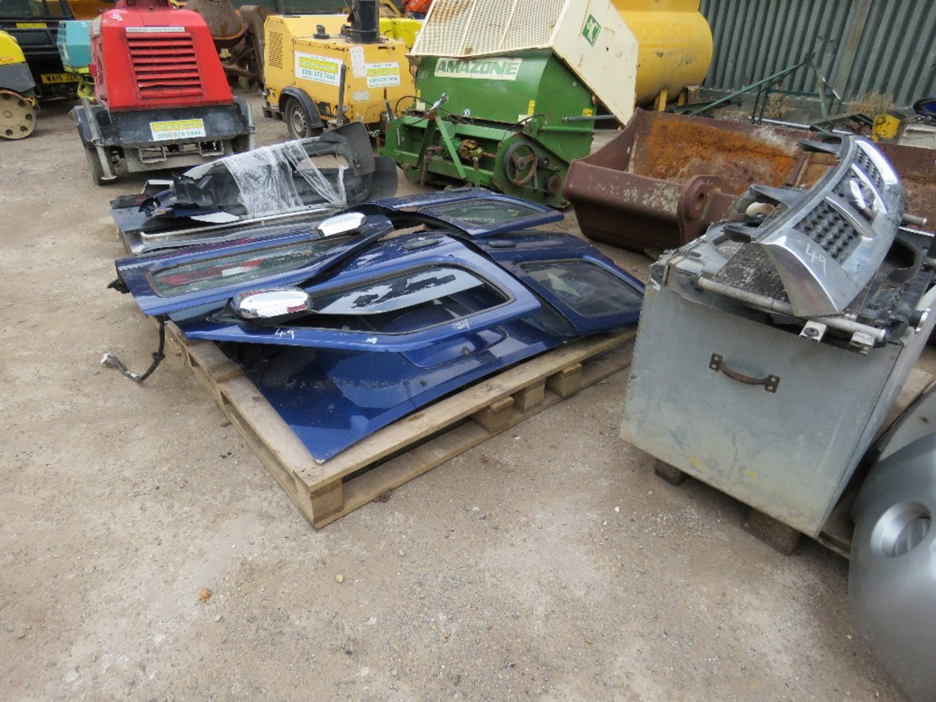 Lot 49 - LARGE QUANTITY OF NISSAN NAVARA PANELS AND ENGINE PARTS FROM 2002 TRUCK.