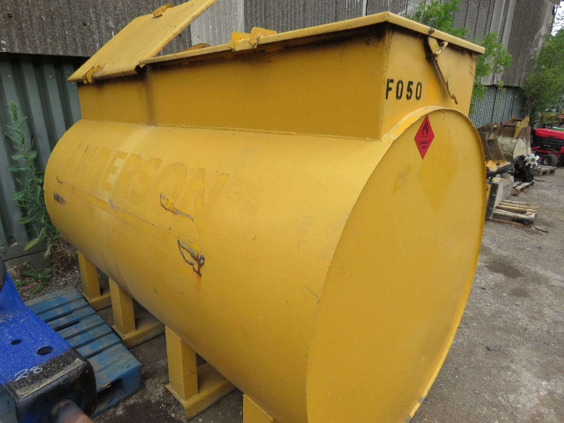 Lot 27 - TERENCE BARKER 2727 LITRE CAPACITY DIESEL TANK WITH PUMP AND HOSE