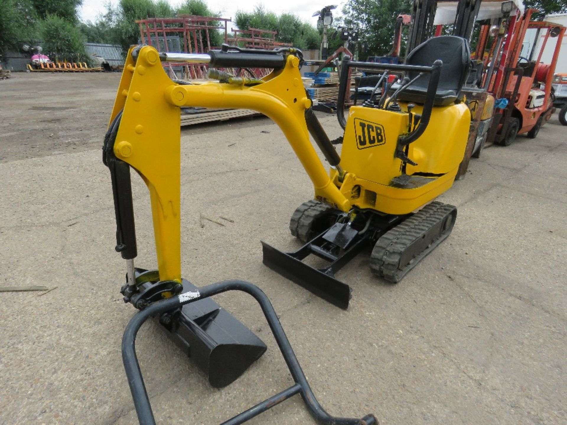 Lot 1 - JCB 8008CTS MICRO EXCAVATOR C/W 1 GRADING BUCKET, YEAR 2015, SN: JCB8008A00764702, RECORDED HOURS: