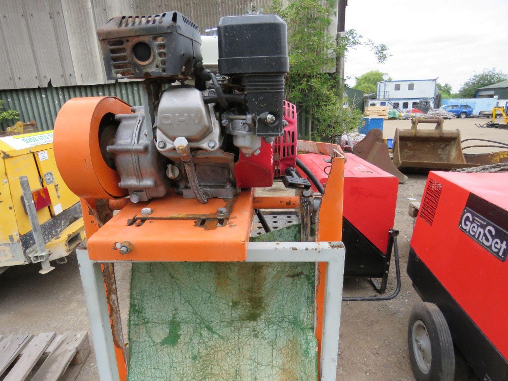 Lot 45 - PETROL ENGINED CLIPPER SAWBENCH