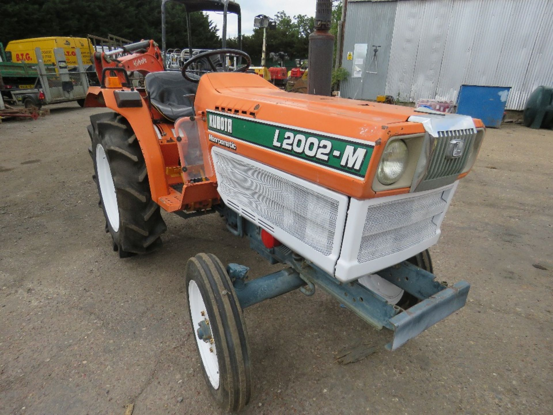 Lot 5 - KUBOTA 20HP 2WD COMPACT TRACTOR C/W REAR LINKAGE. WHEN TESTED WAS SEEN TO DRIVE, STEER AND BRAKE