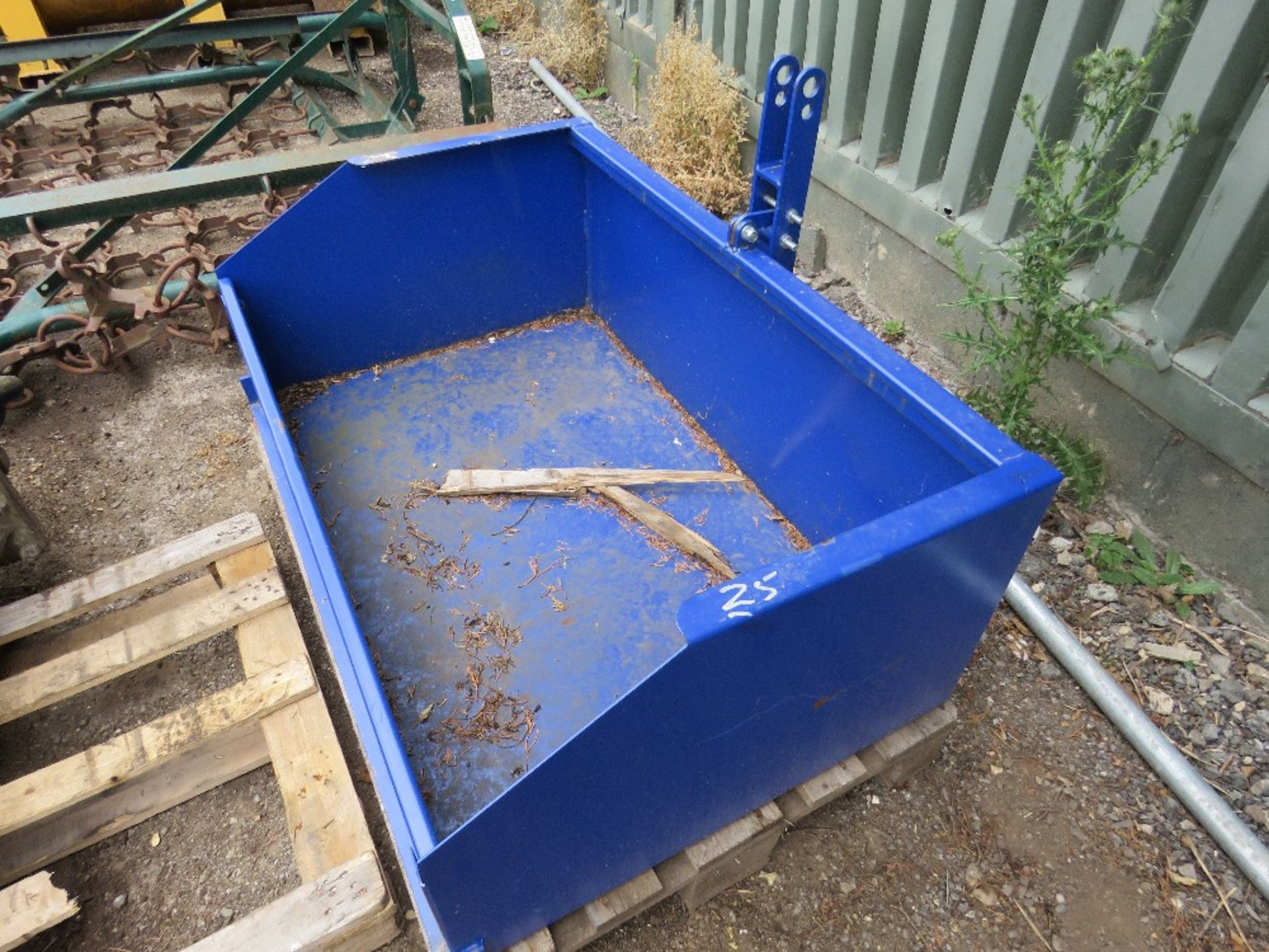 Lot 25 - Tractor transport box