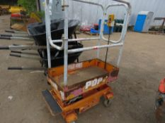 POPUP POWERED SCISSOR LIFT UNIT. WHEN TESTED WAS SEEN TO LIFT AND LOWER, BATTERY LOW