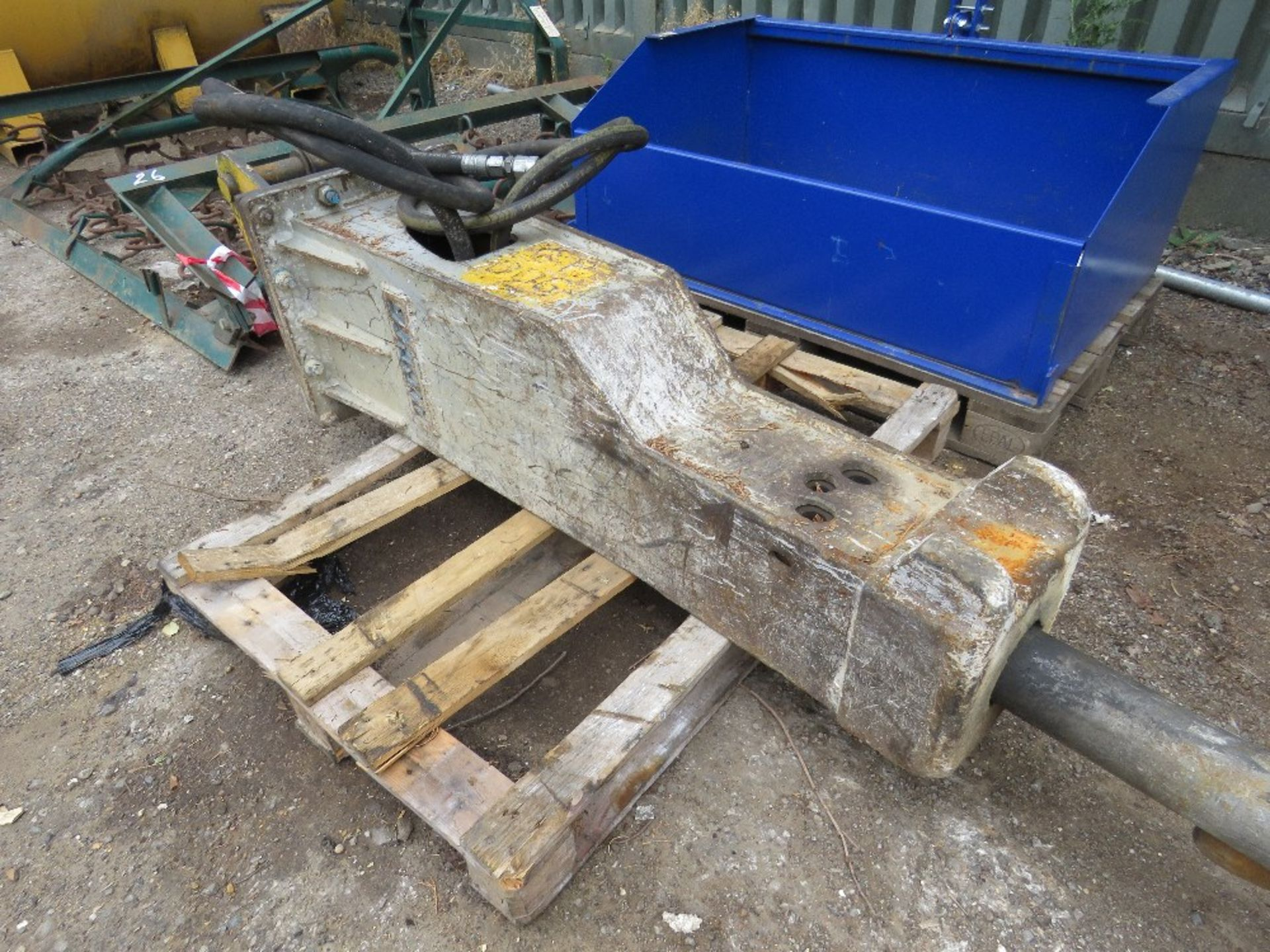 Lot 24 - HAMMER BREAKER TO SUIT AN 8 TONNE EXCAVATOR, ON 50MM PINS