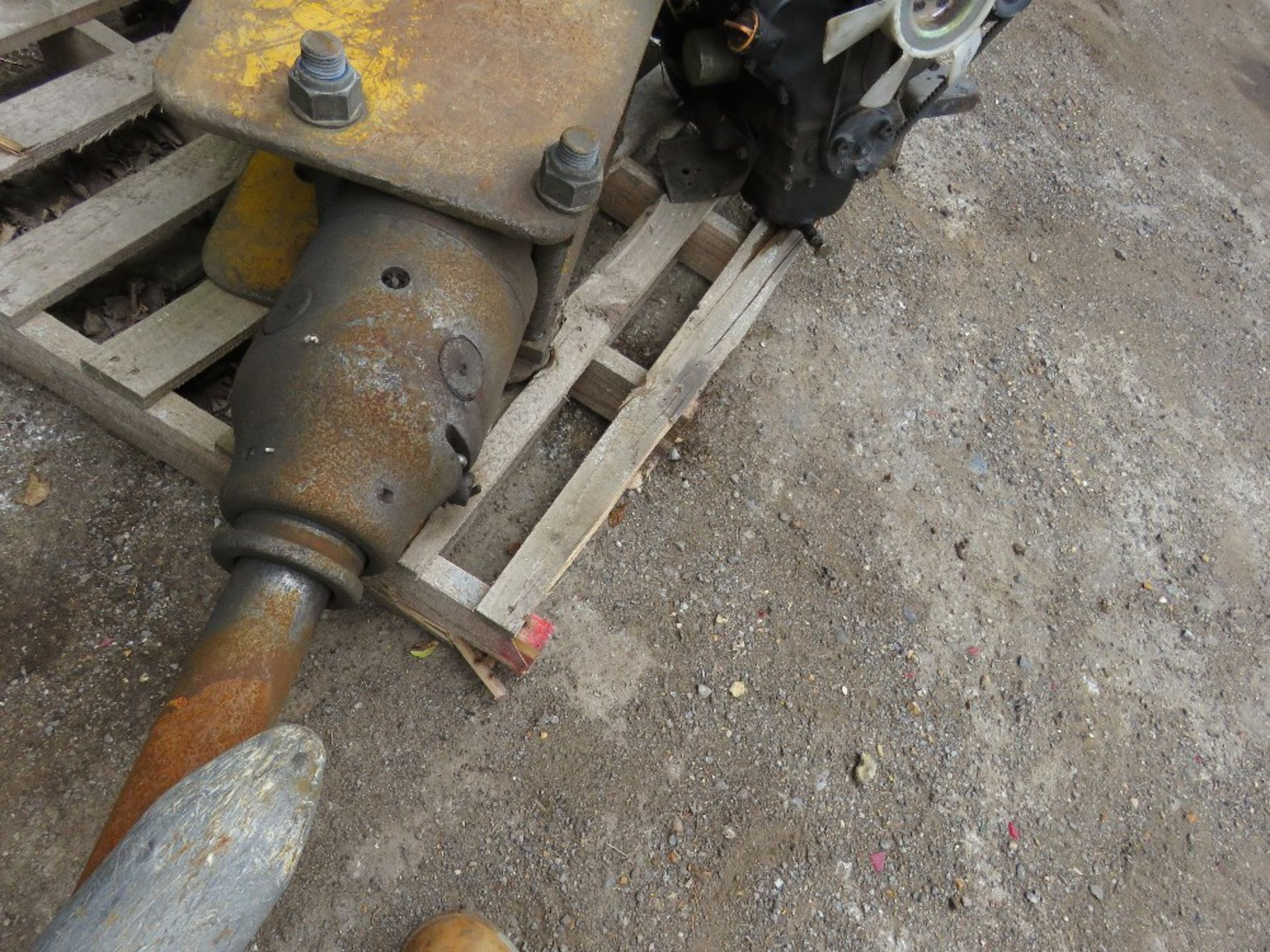 Lot 21 - 8tonne Excavator breaker