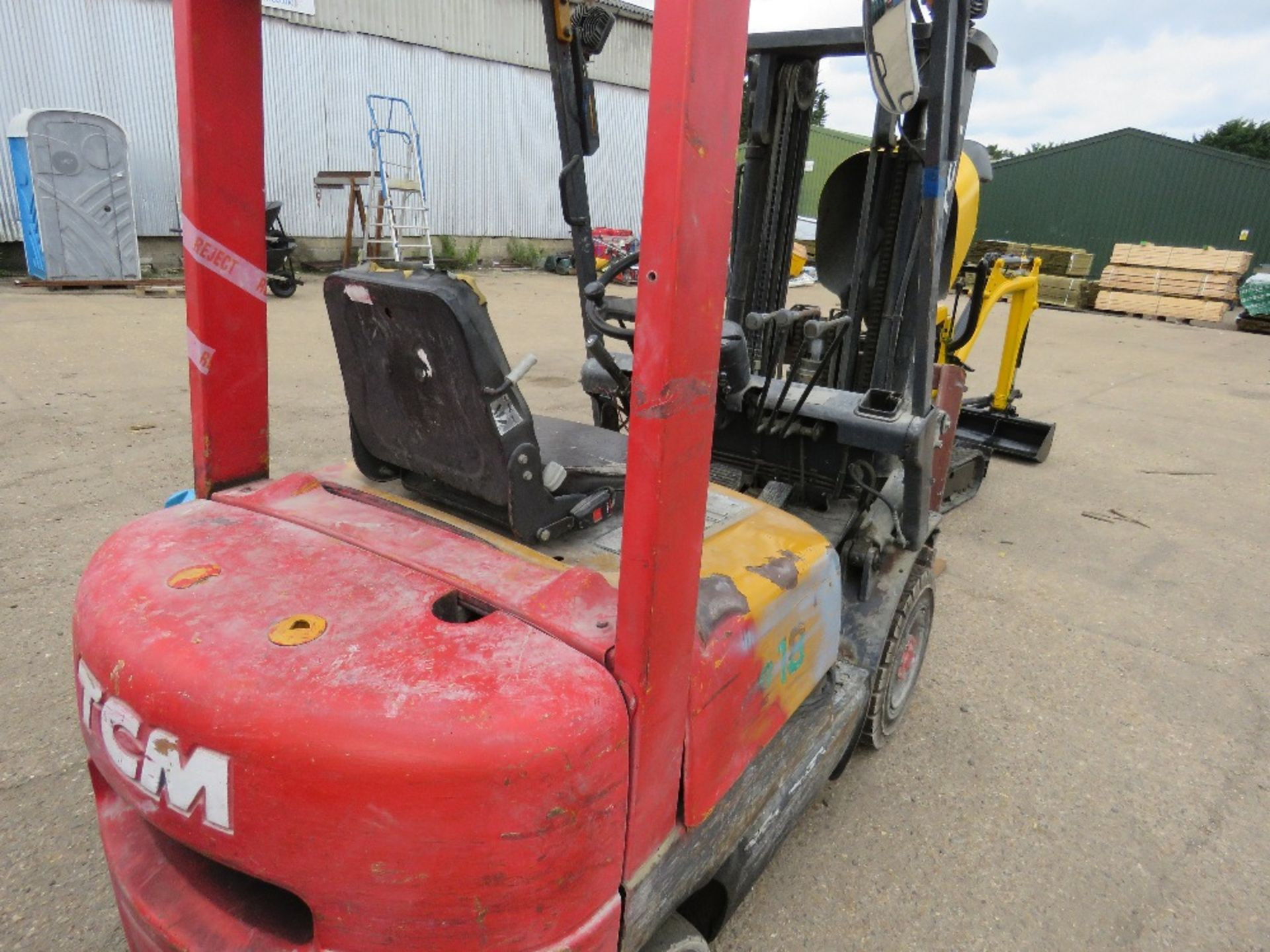 Lot 2 - TCM CONTAINER SPEC FHD18Z8 DIESEL FORKLIFT WITH SIDE SHIFT ON SOLID TYRES, YEAR 1999, 1.8 TONNE LIFT
