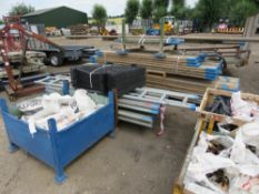LARGE QUANTITY OF SCAFFOLDING ITEMS SOLD AS 1 LOT TO INCLUDE OVER 736 FT OF SCAFFOLD TUBE, 2X 10FT