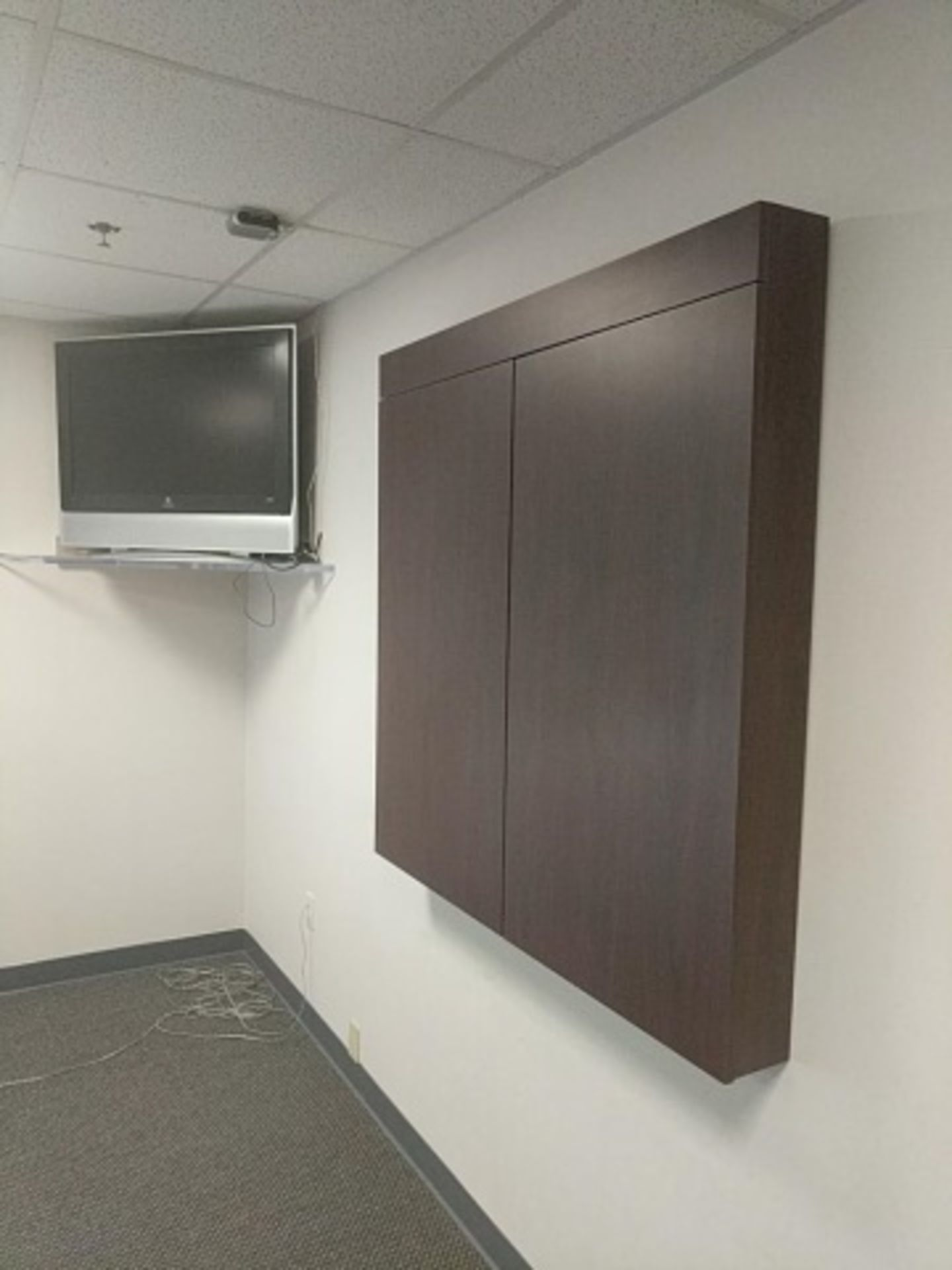 Lot 9 - Conference Room