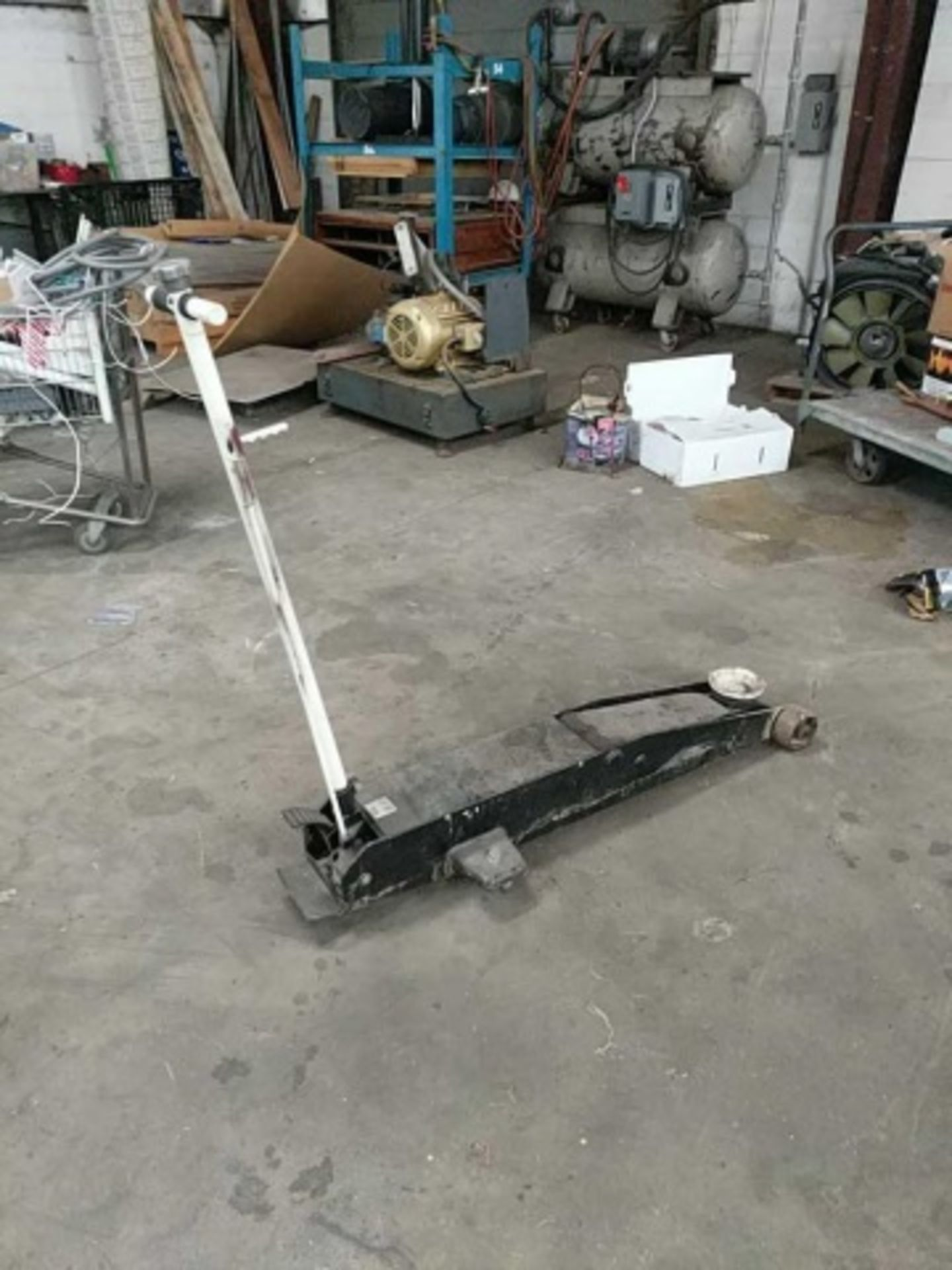 Hydraulic Floor Jack model 22050C