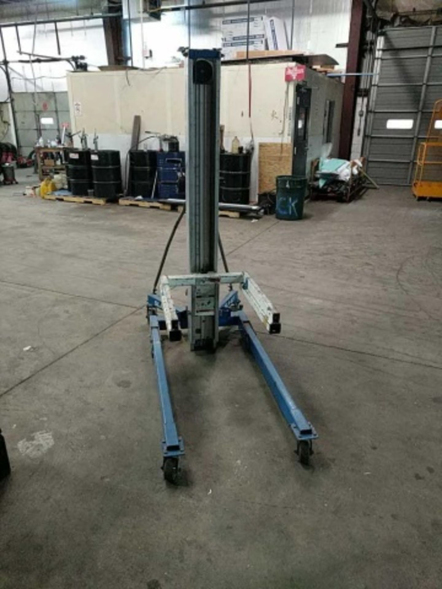 Genie Superlift Advantage Manual Material Lift - Image 5 of 5