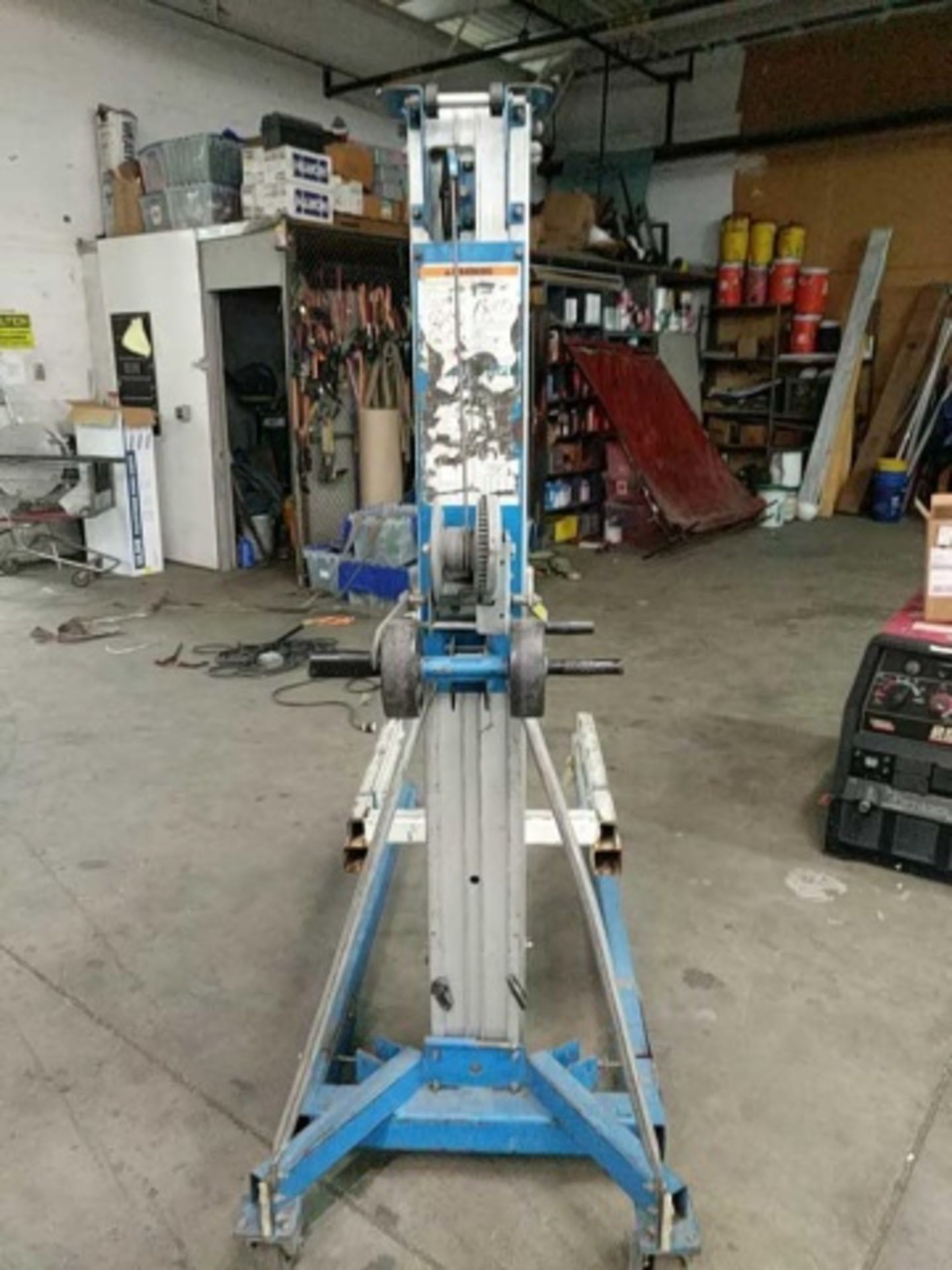 Genie Superlift Advantage Manual Material Lift - Image 2 of 5