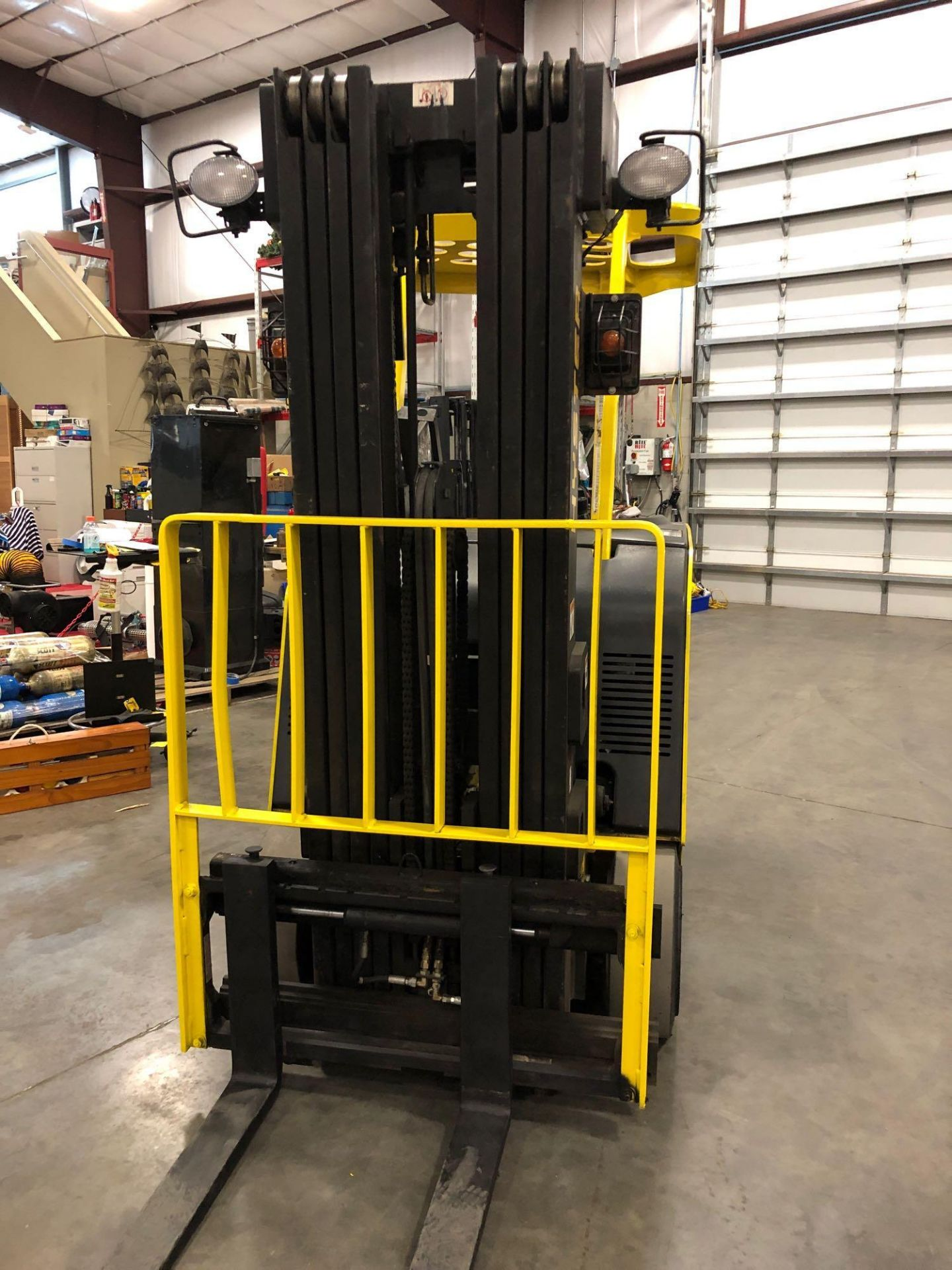 "Lot 41A - HYSTER ELECTRIC FORKLIFT WITH QUAD MAST MODEL E40HSD, 4,000 LB LIFT CAPACITY, 241"" HEIGHT CAPACITY,"