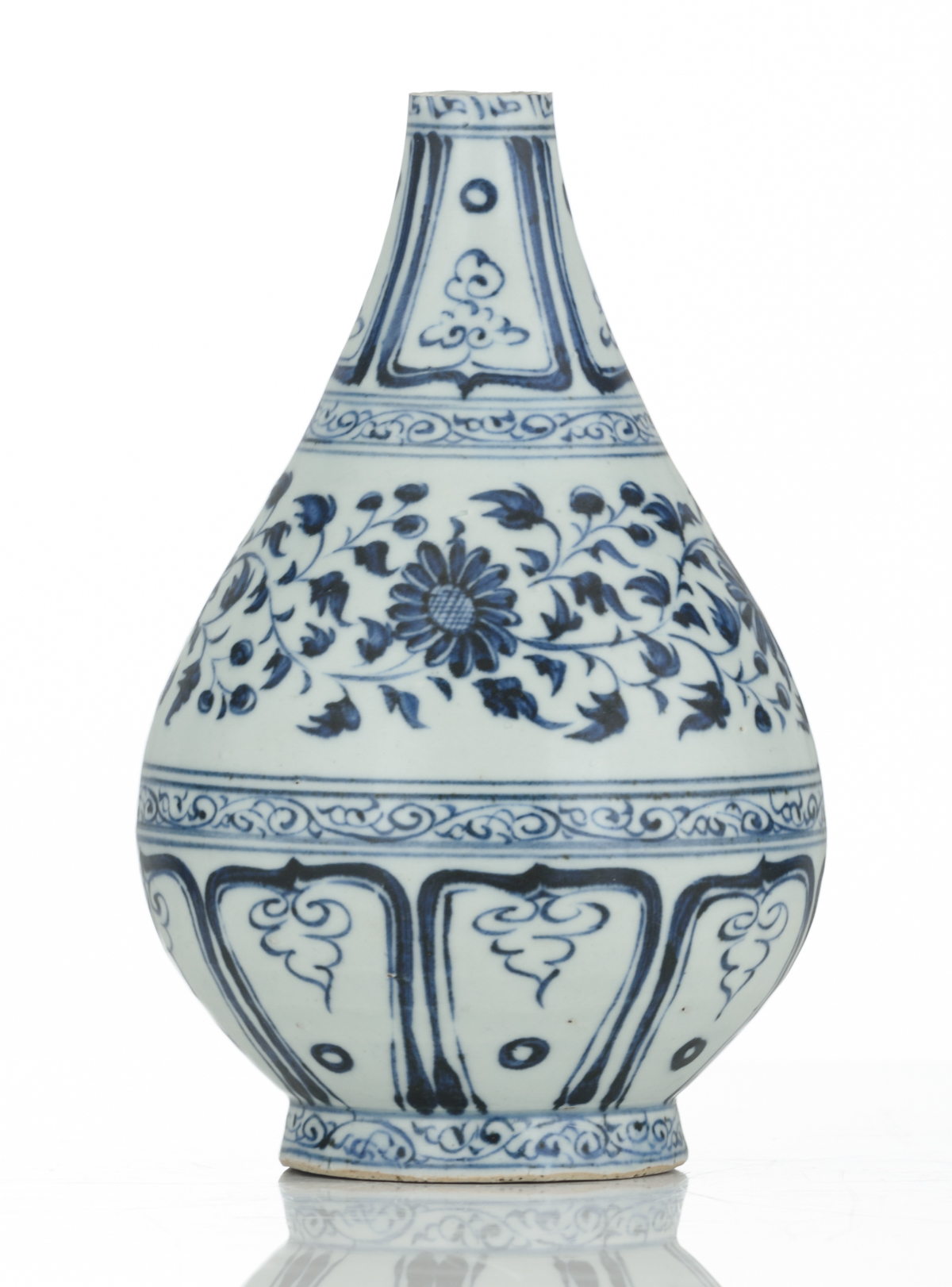 Lot 44 - A Chinese blue and white floral decorated Ming type bottle vase, 17thC, H 21,5 cm