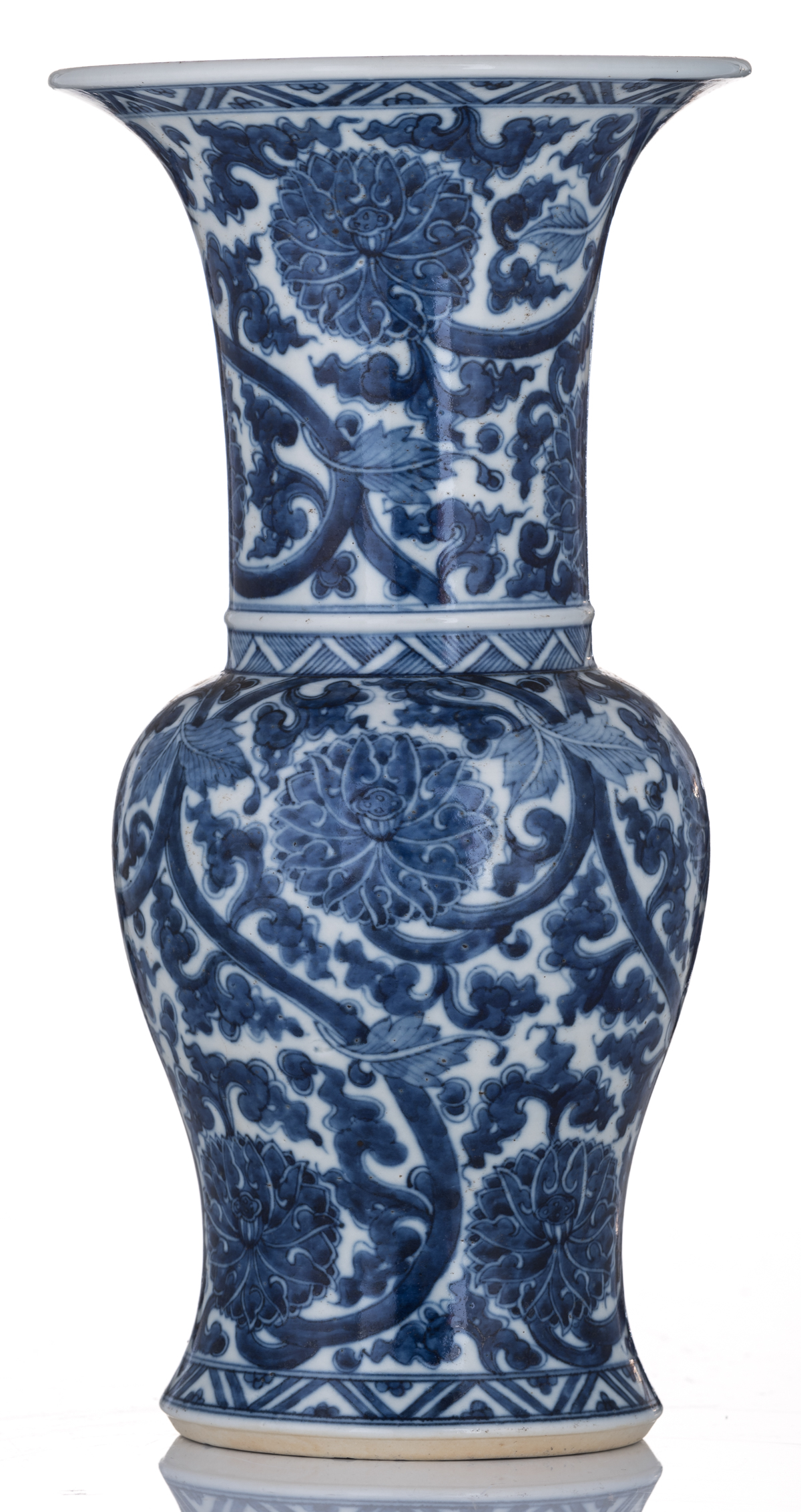 Lot 57 - A Chinese blue and white floral decorated yenyen vase, Kangxi, 18thC, H 33,5 cm