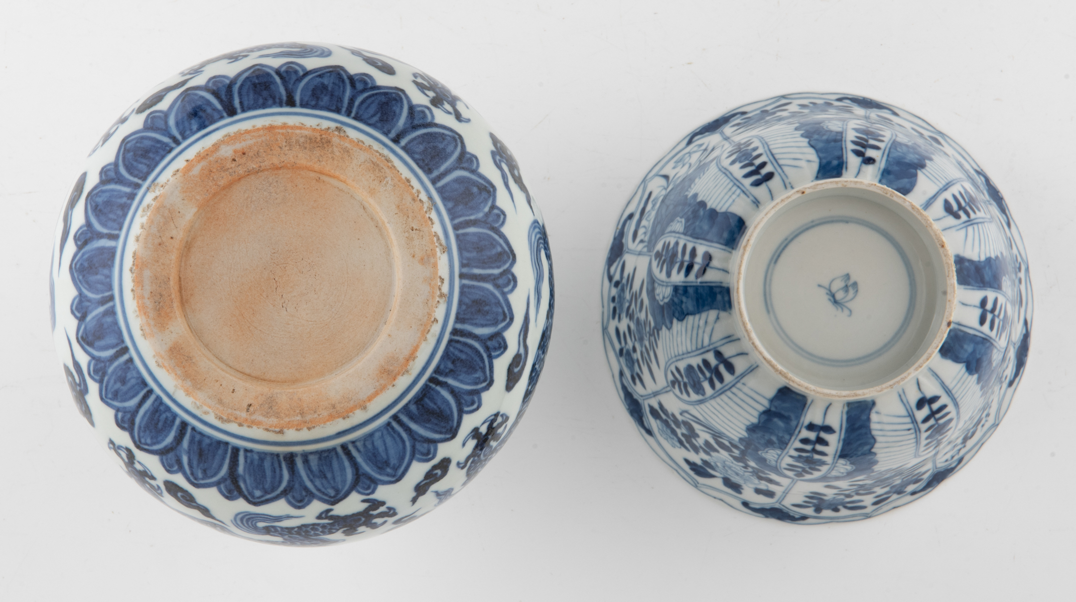 Lot 60 - A Chinese blue and white double gourd vase, the upper bulb decorated with scrolling lotus, the lower